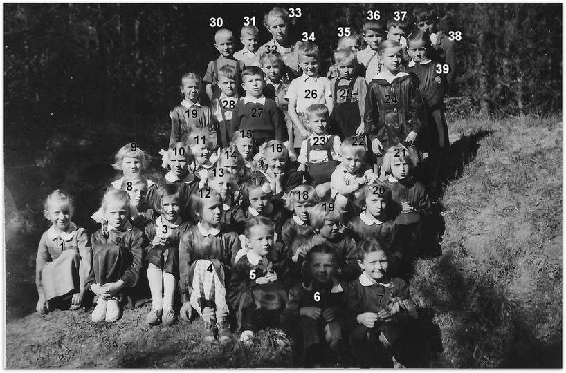 Klasa I, rok szkolny 1958/59, na górce w lesie klasztornym. Bardzo prosimy o dop..., stare zdjęcia -