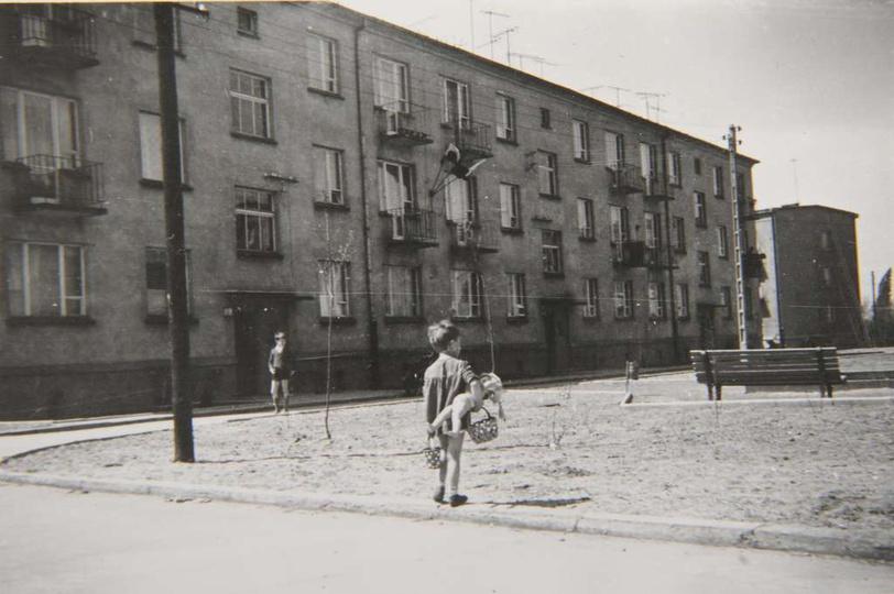 Osiedle M. Nowotki (Zamkowe). Blok mieszkalny, dwupiętrowy dla 33 rodzin. Budow..., stare zdjęcia -