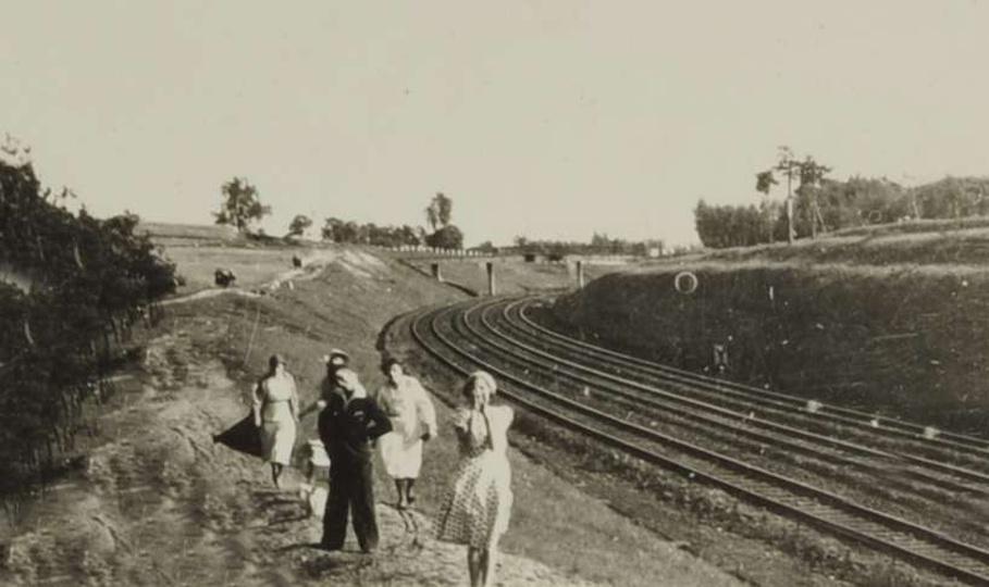 Most kolejowy w Ostrzeszowie łączący ulicę Świętego Mikołaja i Wiejską. W latach..., stare zdjęcia -