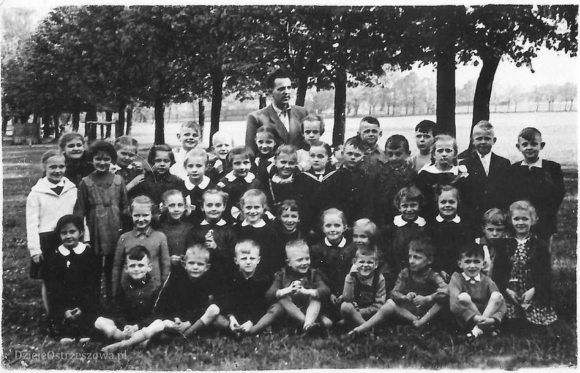 Szkoła Podstawowa nr 1. 21 czerwca 1958 rok, Janusz Paprzycki ze swoją klasą, d..., stare zdjęcia -