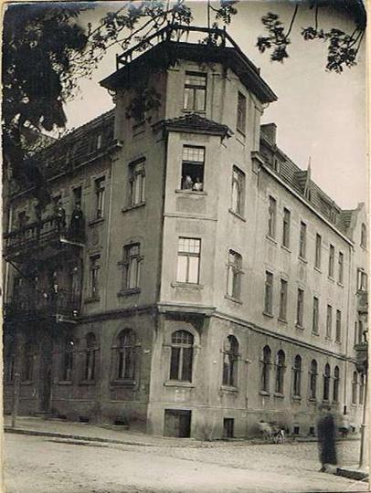 Lata trzydzieste, kamienica przy ulicy Zamkowej 13. Zdj. ze zbiorów Grzegorza K..., stare zdjęcia -