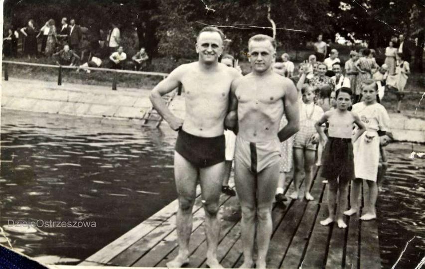Początek lat pięćdziesiątych, mostek drewniany, więc ostrzeszowski basen jeszcze..., stare zdjęcia -