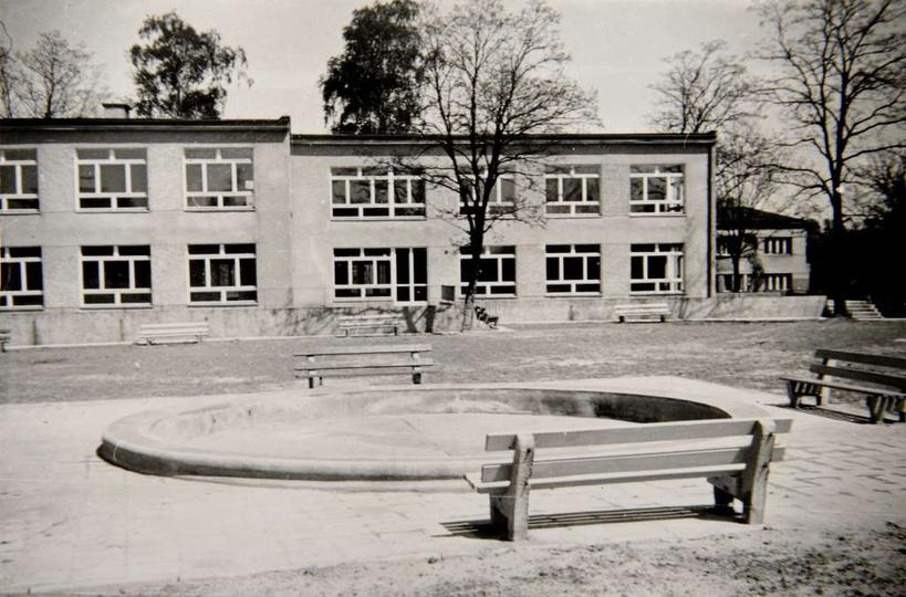 2 września 1968 roku nastąpiło otwarcie nowego Przedszkola nr 2 im. Marii Konopn..., stare zdjęcia -