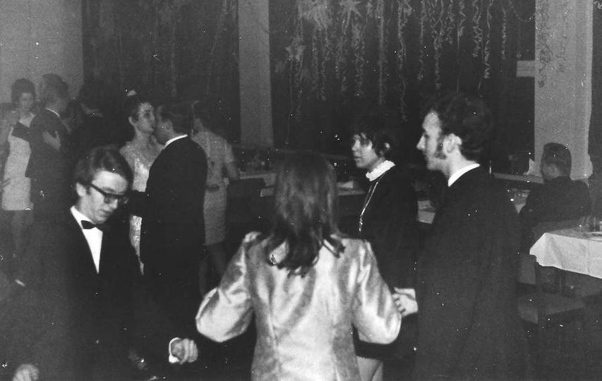 Bal sylwestrowy dla pracowników Prezydiów Rad Narodowych. 31 grudzień 1970 r., stare zdjęcia -