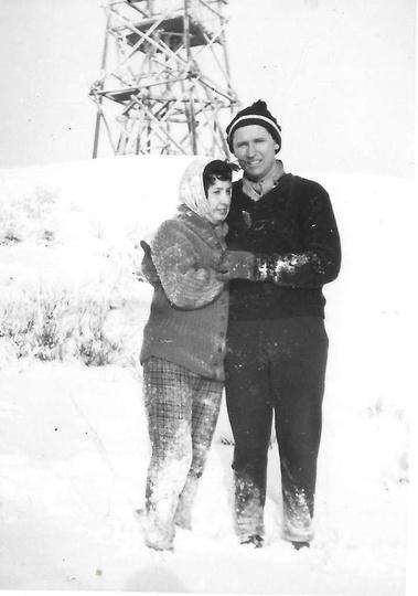Na Bełczynie do zdjęcia pozują: Ewa i Zbigniew Karwaccy w, rzadko spotykanej w o..., stare zdjęcia -