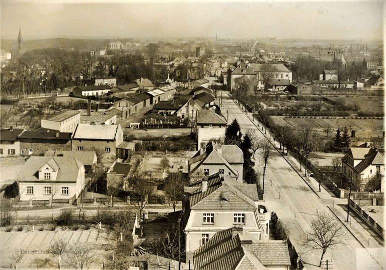 Widok z wieży ciśnień na ulicę Sikorskiego i okolicę. Zdjęcie powstało prawdopod... -