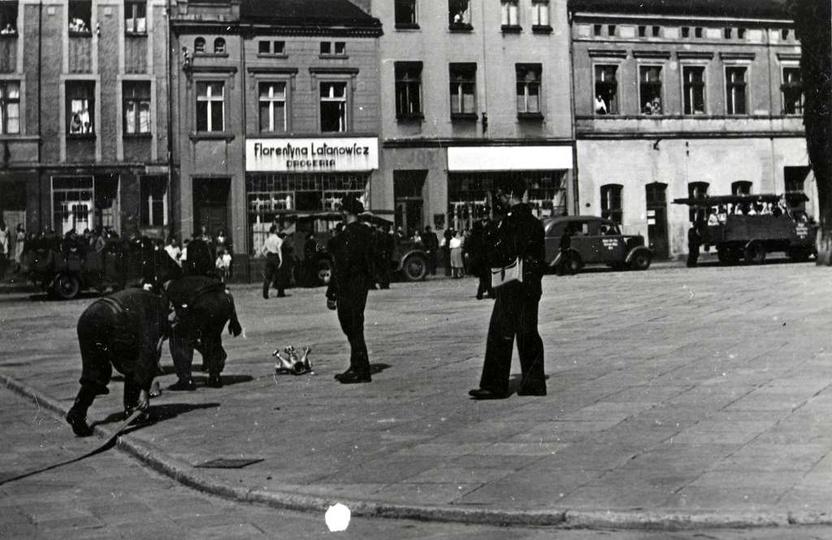 Rynek rok 1951, ćwiczenia Ochotniczej Straży Pożarnej., stare zdjęcia -