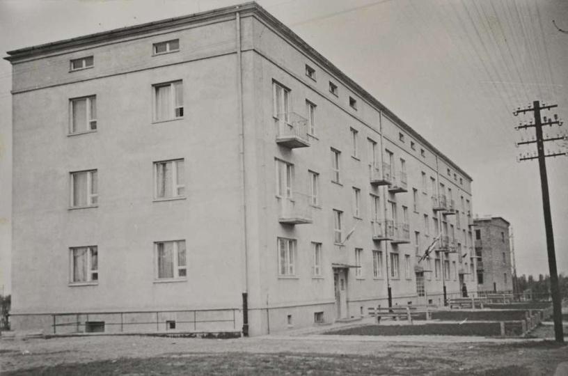 Osiedle M. Nowotki (Zamkowe). Rok ok. 1960, blok nr 1, w tyle widoczna budowa b..., stare zdjęcia -