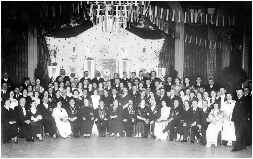 Bractwo Kurkowe w Ostrzeszowie. Rok 1936, sala Jana Hendrykowskiego przy placu ..., stare zdjęcia -