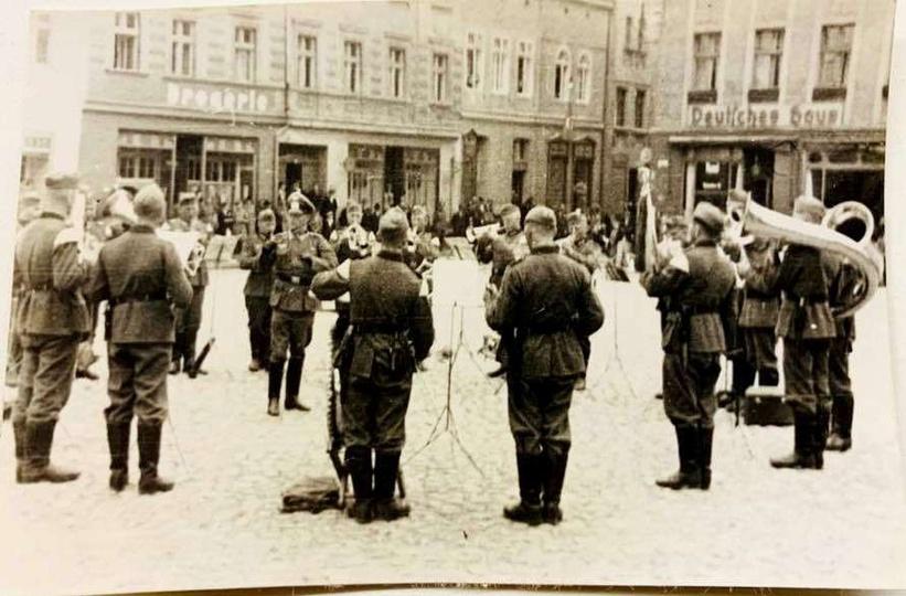 Okres okupacji niemieckiej. Orkiestra wojsk niemieckich na Rynku.  Zdjecie ze ..., stare zdjęcia -