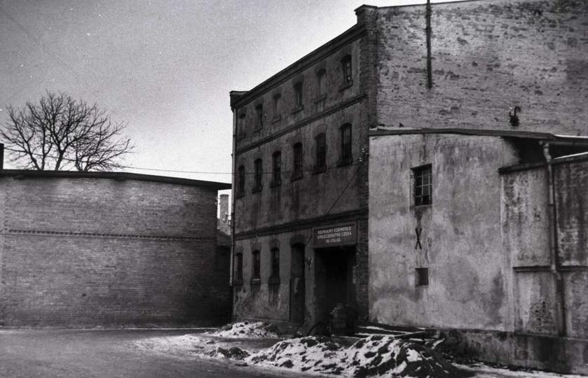 Lata sześćdziesiąte, ulica Kaliska po prawej Dom Rzemiosła na wprost stara lodow..., stare zdjęcia -
