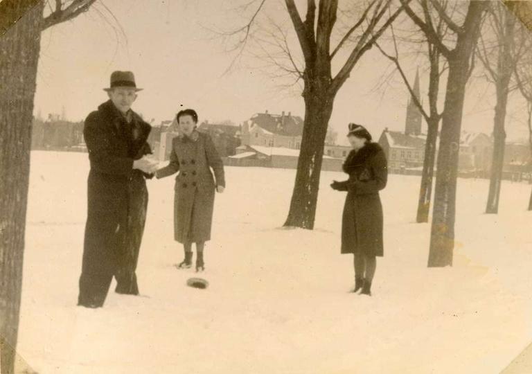 Lata trzydzieste, Aleja Wolności w zimowych dekoracjach., stare zdjęcia -