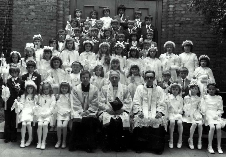 Pamiątkowa fotografia pierwszej komunii uczniów ze Szkoły Podstawowej nr 1, rocz..., stare zdjęcia -