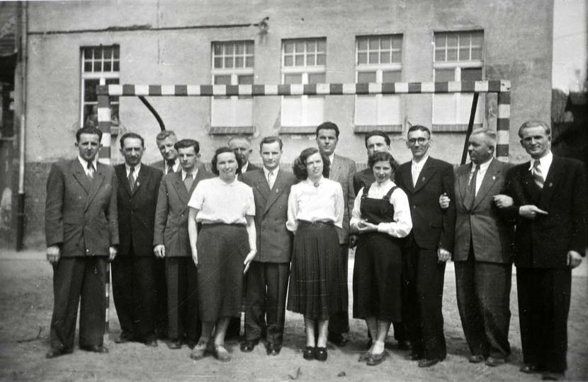 Nauczyciele Szkoły Ogólnokształcącej Stopnia Podstawowego i Licealnego, rok 1955..., stare zdjęcia -