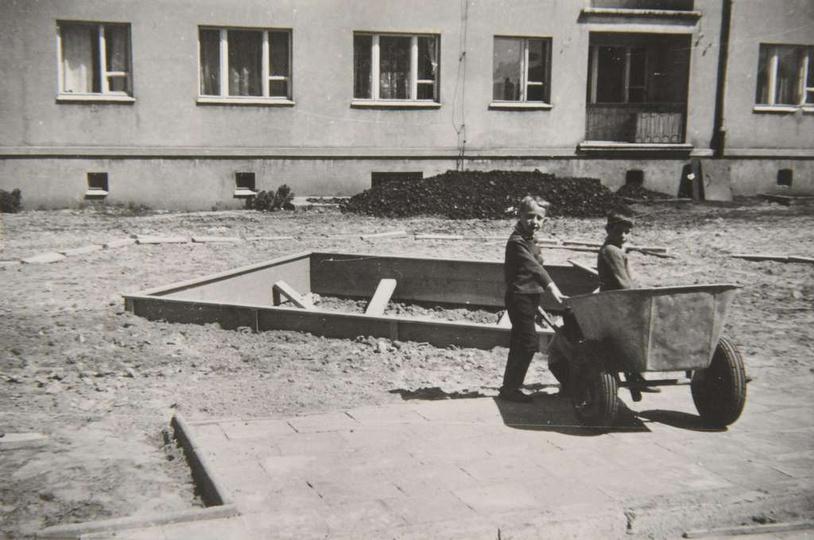 Osiedle M. Nowotki (Zamkowe) Rok 1967, blok nr1. Widoczna piaskownica, jak i ws..., stare zdjęcia -