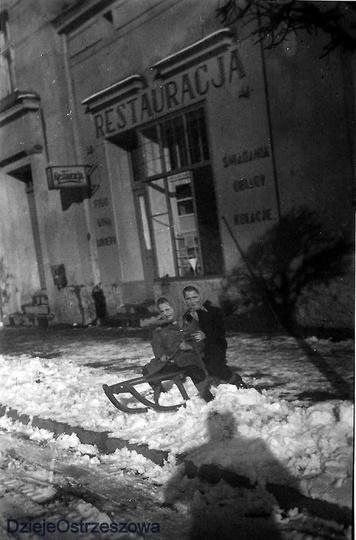 Ulica Sikorskiego i dom państwa Sobczaków w którym pan Wacław prowadził słynną r..., stare zdjęcia -