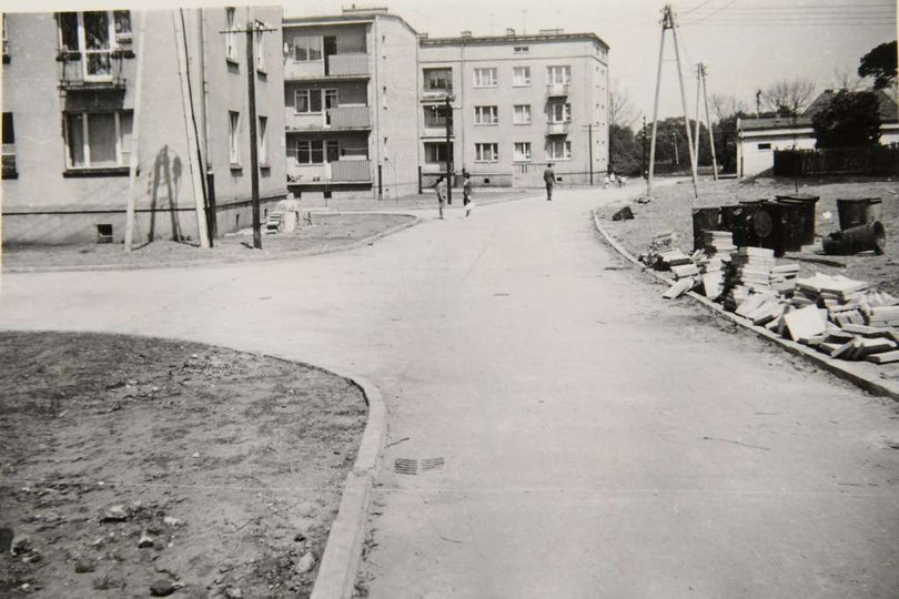 Osiedle M. Nowotki (Zamkowe) Bloki: nr 3, 2 i 1. Po prawej widoczny pawilon han..., stare zdjęcia -