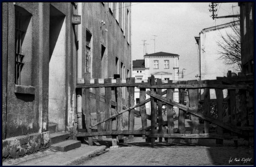 Ostrzeszów ulica Okrężna 1976 rok. Budowa sklepu PSS-u. zdj. Marek Dytfeld, stare zdjęcia -