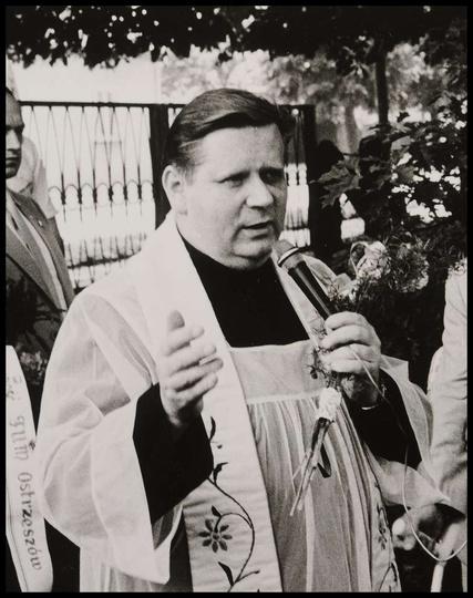 Dzisiaj (07.04.21) w wieku 78 lat odszedł do Domu Pana Ks. Kanonik Stefan Szkara..., stare zdjęcia -