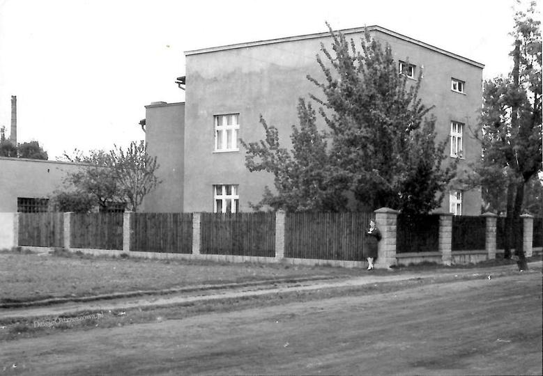 Lata pięćdziesiąte, ulica Leśna. Dom państwa Kasprzaków., stare zdjęcia -