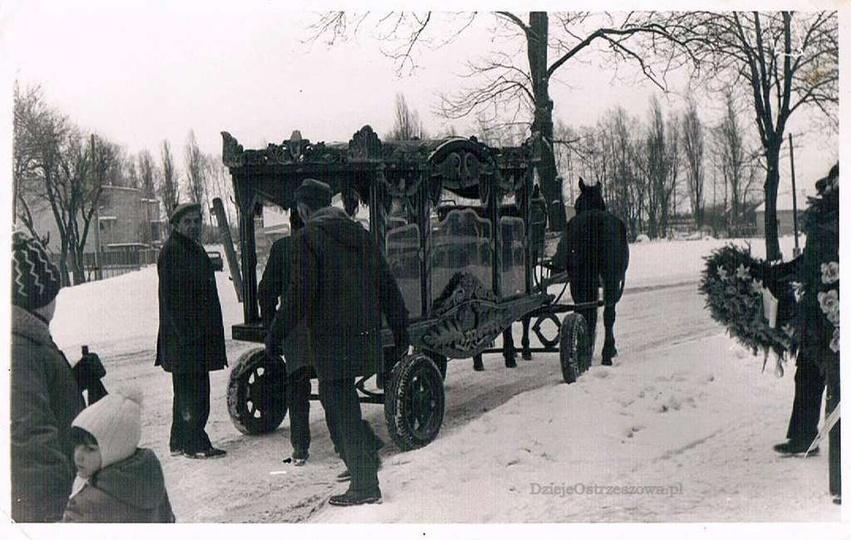 Ulica Kościuszki, karawan przed cmentarzem, lata siedemdziesiąte. Dawniej takim ..., stare zdjęcia -