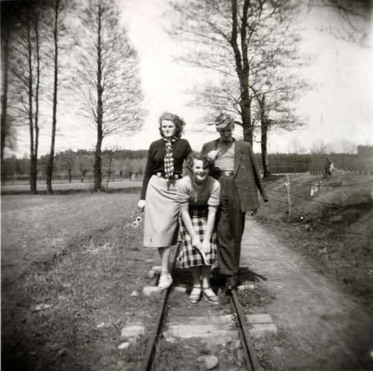 Rok 1954, współcześnie jest to ulica 1 maja, to tędy przebiegała trasa kolejki w..., stare zdjęcia -
