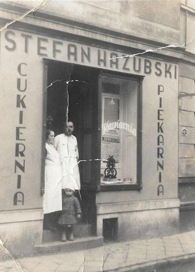 Rok 1938, sklep Stefana Hazubskiego przy ulicy Powstańców Wielkopolskich 5. W ty..., stare zdjęcia -