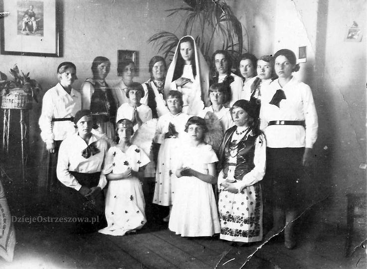 Rok 1934, Katolickie Stowarzyszenie Młodzieży Żeńskiej czyli Młode Polki. W pier..., stare zdjęcia -