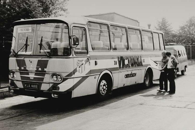 Rok 1988, autobus klubowy VICTORII OSTRZESZÓW. Autobus pomalował, według projekt..., stare zdjęcia -