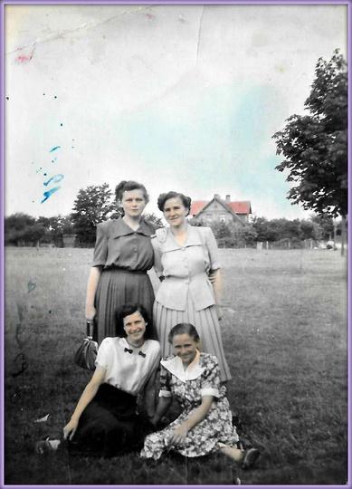 28.06.1952 rok, po prawej stronie stoi Monika Gajewska. Może uda się, z Państwa ..., stare zdjęcia -