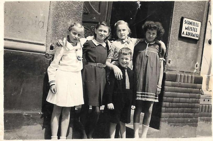 Rok 1940, mistrz krawiecki A. Kucharski mieszkał i miał pracownie w kamienicy pr..., stare zdjęcia -