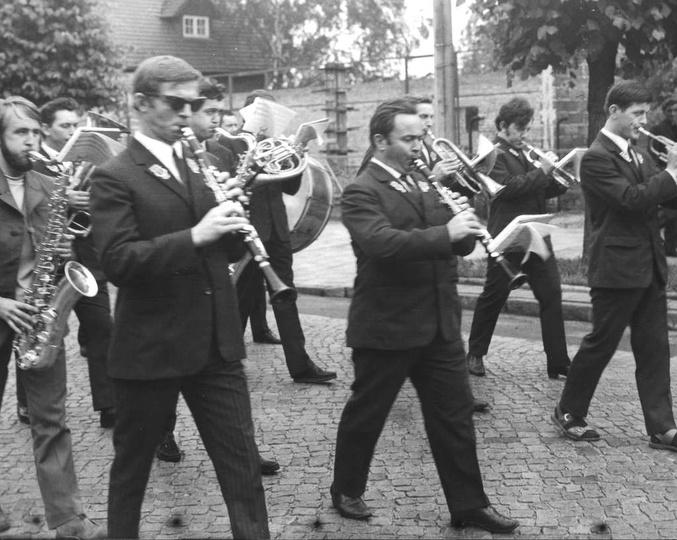 Rok 1971, ulica Boh. Stalingradu. Fumowska orkiestra na pogrzebie Jana Witwickie..., stare zdjęcia -