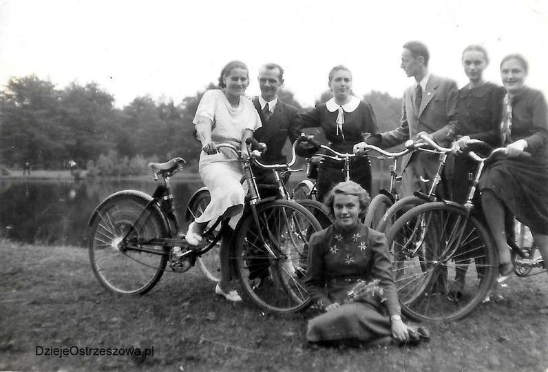 Lata trzydzieste, wycieczka ostrzeszowskiej młodzieży, prawdopodobnie na Kuźniki..., stare zdjęcia -