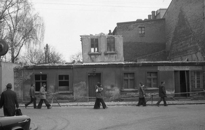 Ulica M. M. Kolbego (wtedy Karola Świerczewskiego), marzec 1974. Obecnie budynek..., stare zdjęcia -
