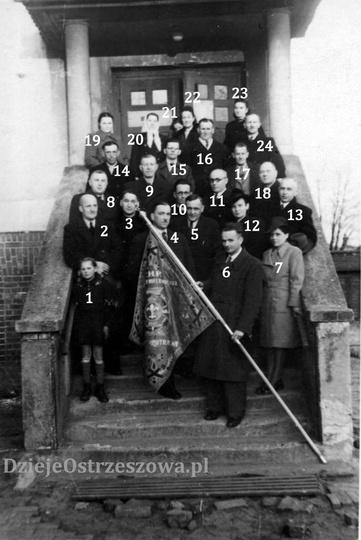 Rok 1948, prawdopodobnie uroczystość ufundowania sztandaru dla Związku Harcerstw..., stare zdjęcia -