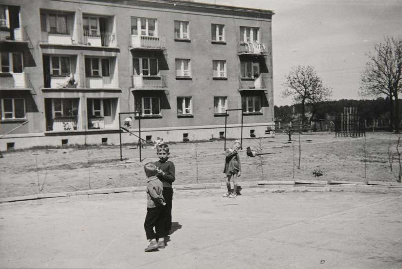 Osiedle M. Nowotki (Zamkowe) Blok mieszkalny nr 14 na 18 rodzin, dwupiętrowy. B..., stare zdjęcia -