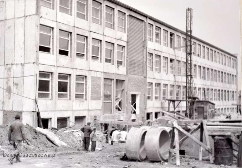 Szkoła Podstawowa nr 1 Rok 1964, budowa szkoły, budynek w stanie surowym. Z kr..., stare zdjęcia -