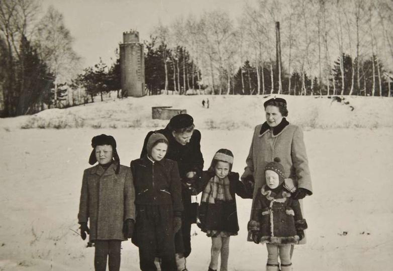 Początek lat pięćdziesiątych. Wieża ciśnień przy ulicy Wrzosowej w zimowym antur..., stare zdjęcia -