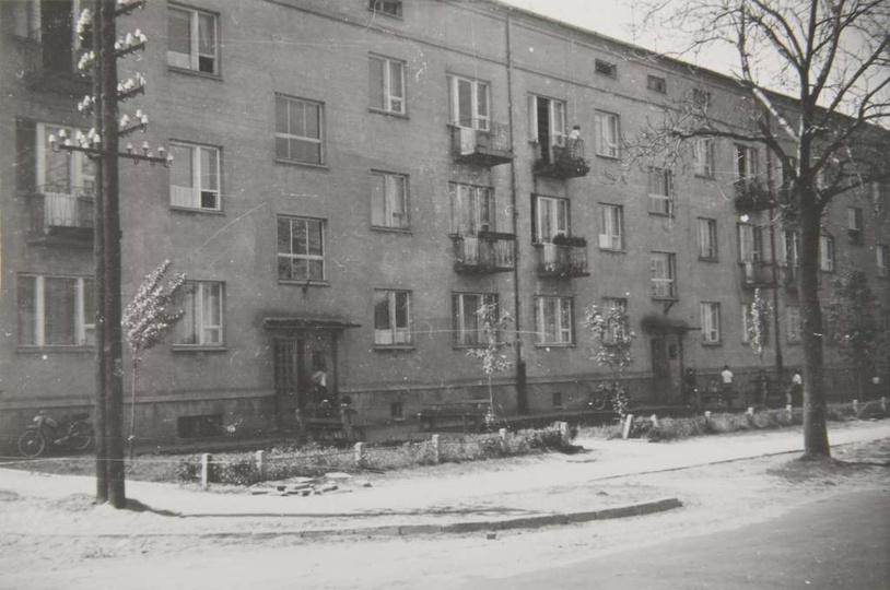 Osiedle M. Nowotki (Zamkowe). Dwupiętrowy blok mieszkalny nr 1, na 27 rodzin. B..., stare zdjęcia -