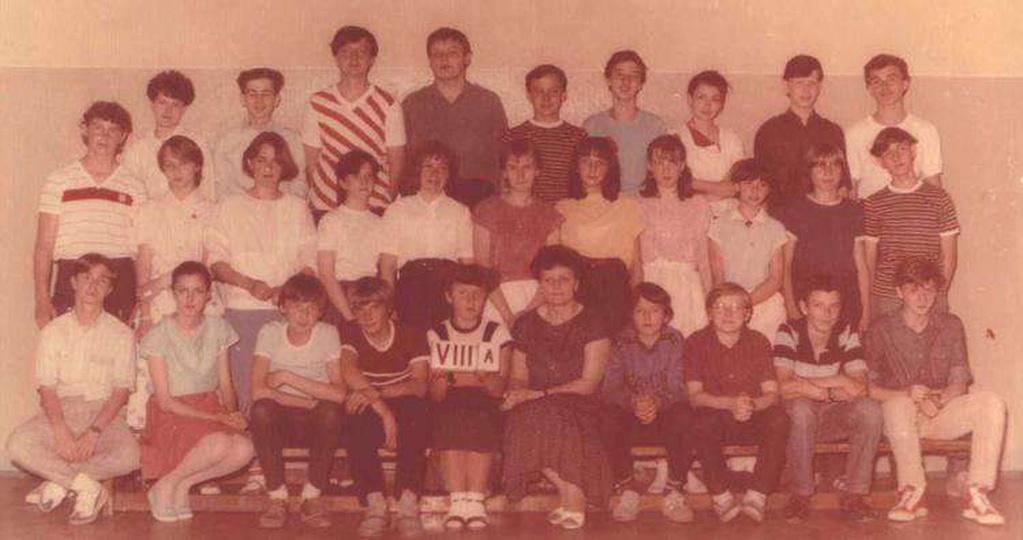 SP nr 2 w Ostrzeszowie - kl.VIIIa w 1986r - wychowawczyni - p.Julia Turek - ludz..., stare zdjęcia -