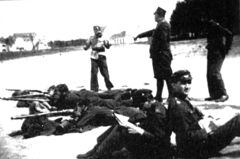 Ostrzeszowski Batalion Obrony Narodowej w trakcie ćwiczeń. Piaski, sierpień 1939..., stare zdjęcia -